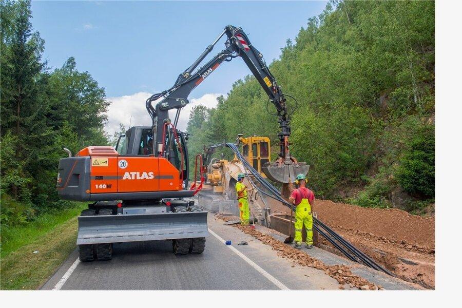 Im Sommer 2018 hatte die Mitnetz AG Kabel in die Bundesstraße 283 zwischen Eibenstock und Schönheide verlegen lassen. Nun müssen wieder Baufahrzeuge anrücken.