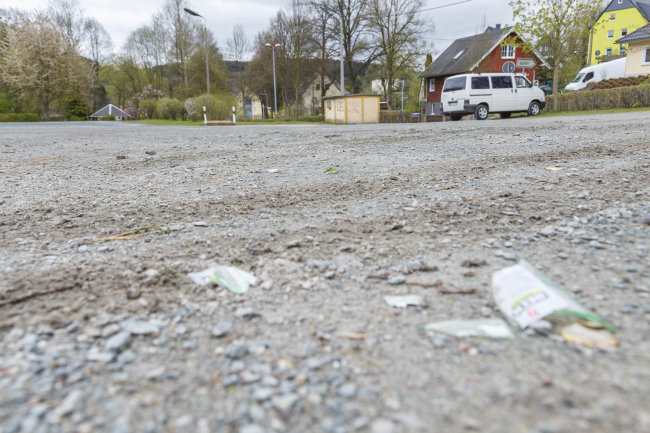 Bei einer Massenschlägerei am Rande des Hexenfeuers in Thalheim sind in der Nacht zum Montag sechs Menschen zwischen 19 und 36 Jahren verletzt worden.