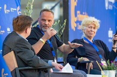 Wie gefährdet ist die Demokratie? Dirk Neubauer (Mitte) und Gesine Schwan im Gespräch mit Moderator Volker Tzschucke.