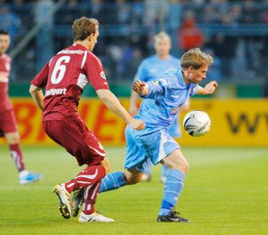 Der CFC unterlag am Mittwochabend dem VfB Stuttgart 1:3. Im Bild: Georg Niedermeier (links) und Christian Fröhlich (rechts).