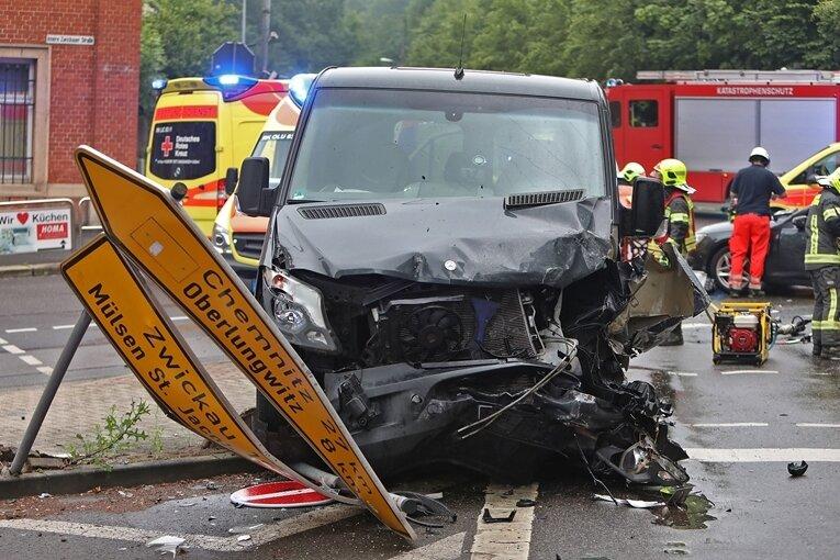 Drei Schwerverletzte bei Unfall auf B 173 in Lichtenstein