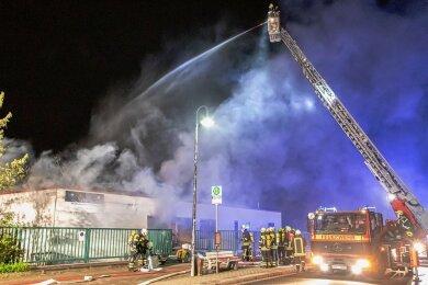In der Nacht zum Dienstag hat es in der Lugauer MTG Medizintechnik und Pyrotechnik gebrannt.