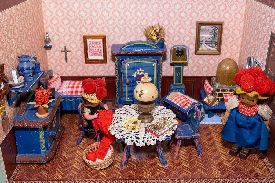 Die Schwarzwälder Bauernstube aus dem Jahr 1934 ist die älteste von etwa 50 Miniatur- oder Puppenstuben, die derzeit im Auerbacher Museum ausgestellt sind.