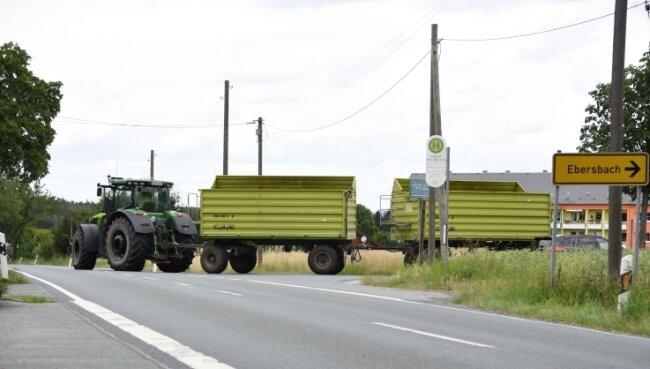 Hier gilt Tempo 100, obwohl durch die Verlegung der Ausfahrt des Hofgutes Eichigt der landwirtschaftliche Verkehr am Abzweig Ebersbach stark zugenommen hat. Eichigt will deshalb Tempo 70.