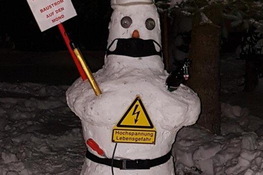 Dieser kalte Mann kennt sich mit Starkstrom gut aus. Kein Wunder: Sein Schöpfer ist Bauleiter für Hochspannungsanlagen.