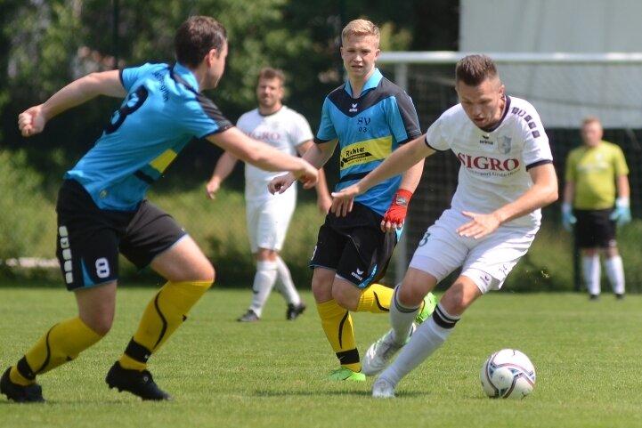 Andy Fischer (rechts) setzte sich am vergangenen Sonntag mit dem SV Fronberg Schreiersgrün 3:1 beim SV Kottengrün durch.