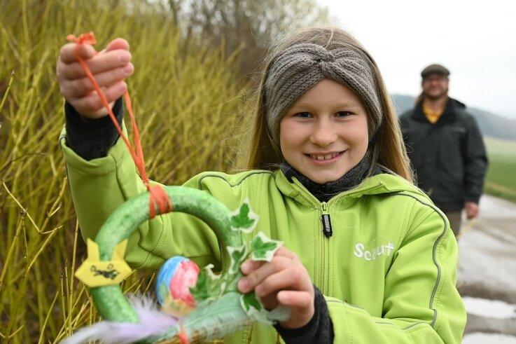 Die neunjährige Clara Suhr freute sich über das wunderschön dekorierte Osterei, das sie beim Spaziergang in Lößnitz fand.