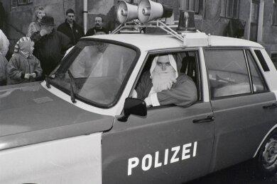Eckhard Hein vor 30 Jahren im Polizei-Wartburg in Wüstenbrand.