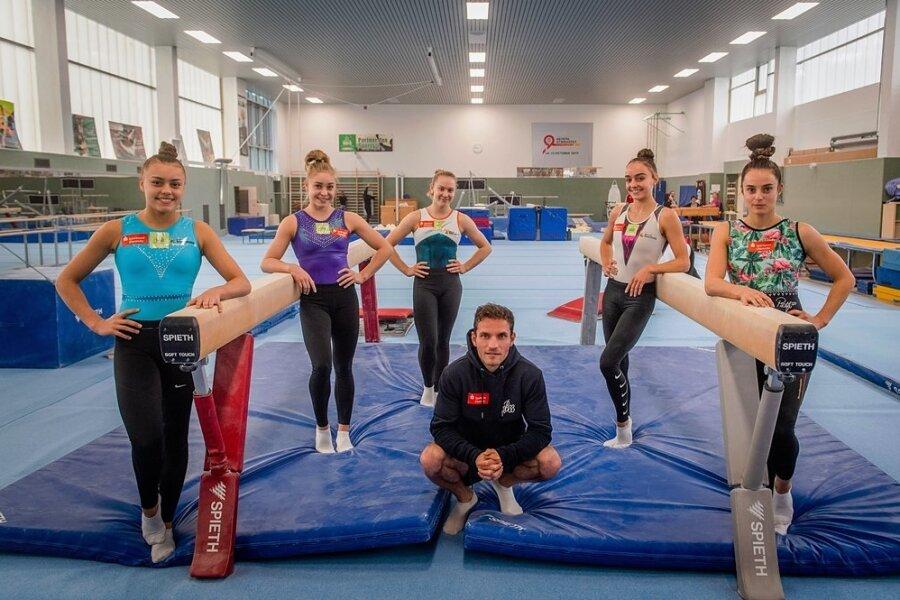 Diese Chemnitzer Turner hatten sich auf die Meisterschaft vorbereitet: Emma Malewski, Shanique Müller, Jasmin Haase, Lisa Zimmermann und Pauline Schäfer (v. l.) sowie Andreas Bretschneider.