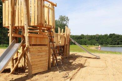 Am Waldbad Großer Teich erwartet die kleinen Besucher ein neuer Abenteuerspielplatz, dessen Highlight ein Piratenschiff ist.