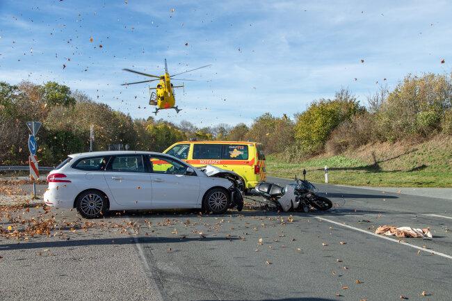 Ein Peugeot und eine Honda stießen am Abzweig zur Stollberger Straße gegeneinander.