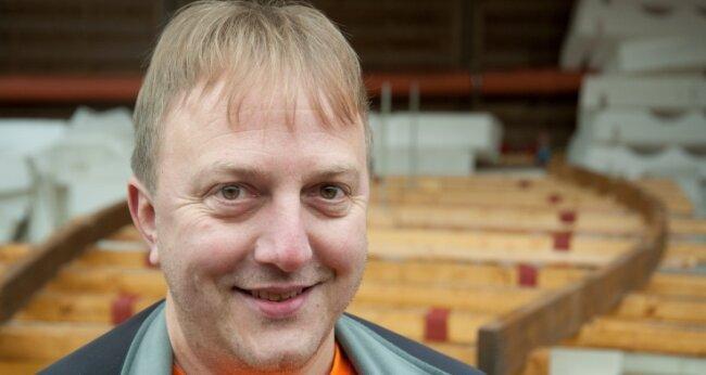 Tragischer Held? 2002 bewies Dominique Görlitz, dass Gegen-den-Wind-Kreuzen in der Steinzeit möglich war. 2007 geriet er mit einem Schilfboot auf dem Atlantik in Seenot. 2013 klopfte er in der Cheops-Pyramide herum und landete auf der Fahndungsliste.