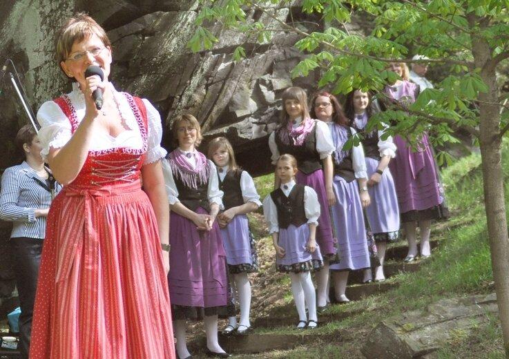 """<p class=""""artikelinhalt"""">Birgit Weidlich hat das Programm zum Pfingstsingen am Wendelstein zusammengestellt, zu dem auch die Grünbacher Folkloristen beitrugen.</p>"""