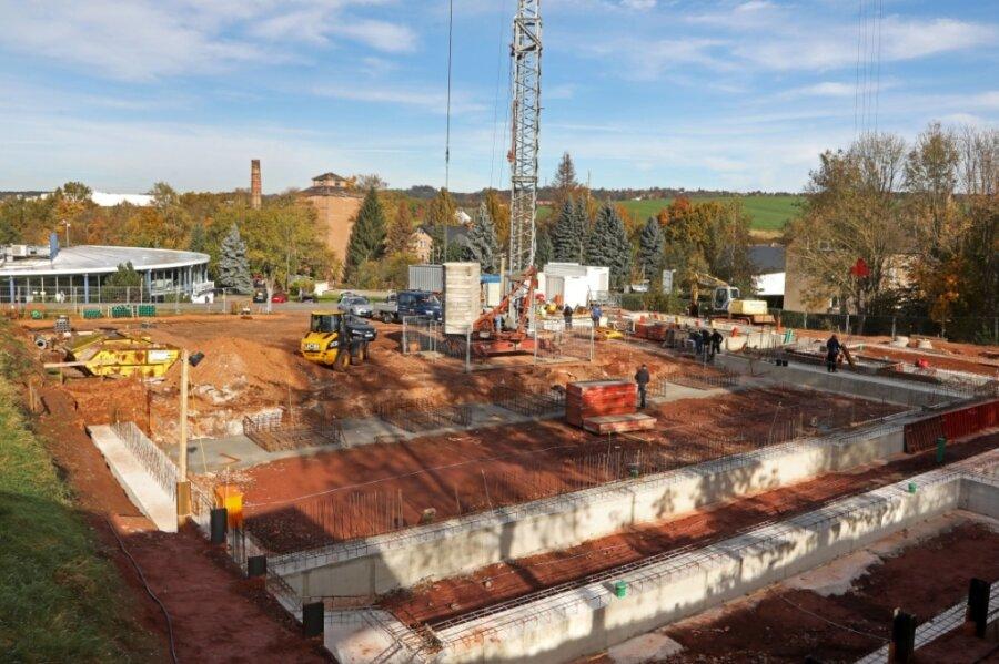 Die Fundamente für die neue Rettungswache sind so gut wie fertig. Dafür wurden bisher rund 200 Kubikmeter Beton und 15 Tonnen Bewehrungsstahl verbaut.