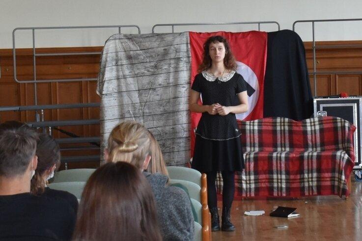 Sarah Frese von der Kulturschule Leipzig spielte beim Auftritt im Rochlitzer Gymnasium Anne Frank.