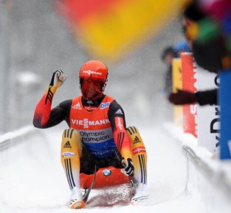 Felix Loch fährt überlegen zum Sieg beim Rennrodel-Weltcup in Königssee.