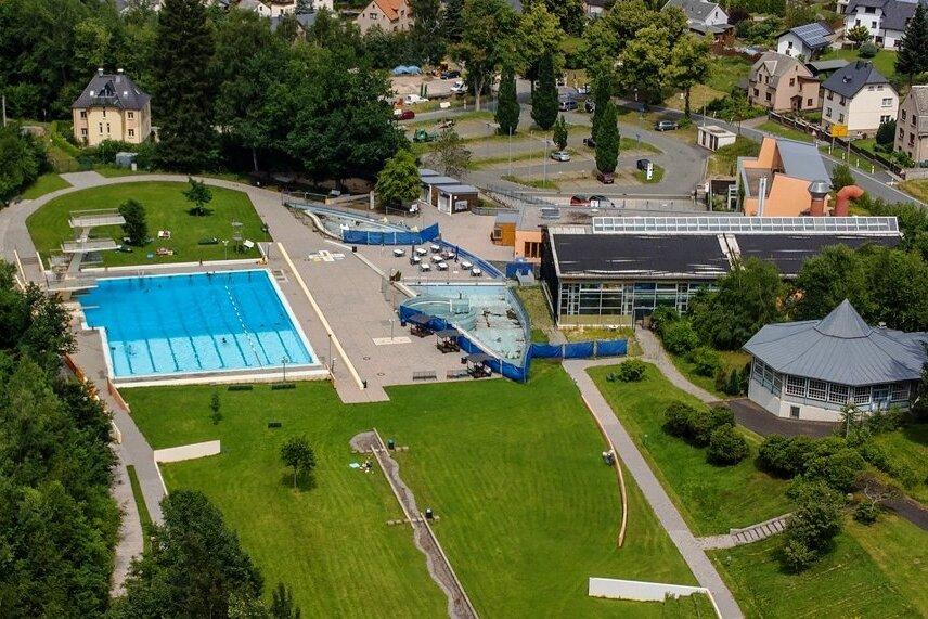 Das Waldbad Brunn soll zum reinen Freibad rückgebaut werden. Neben dem Abriss der Halle schließt das die Sanierung bzw. den Neubau von Springer-, Schwimmer-, Nichtschwimmer- und Babybecken ein.