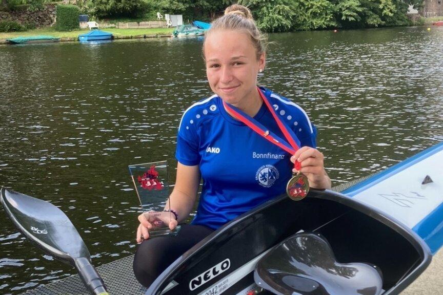 Gina Klietsch vom SKSV Mittweida gewann bei ihrem Debüt bei der Deutschen Schülermeisterschaft die Goldmedaille im sächsischen Vierer über 500 Meter.