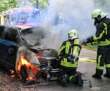 Auf der Parkstraße in Aue stand ein Suzuki in Flammen.