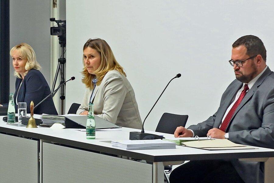 Das aktuelle Dreigestirn an der Rathausspitze: Baubürgermeisterin Kathrin Köhler (CDU), Oberbürgermeisterin Constance Arndt (BfZ) und Finanzbürgermeister Sebastian Lasch (SPD, von links). In der Stadtratssitzung am 30. September soll entschieden werden, ob Köhler ihr Amt behält.
