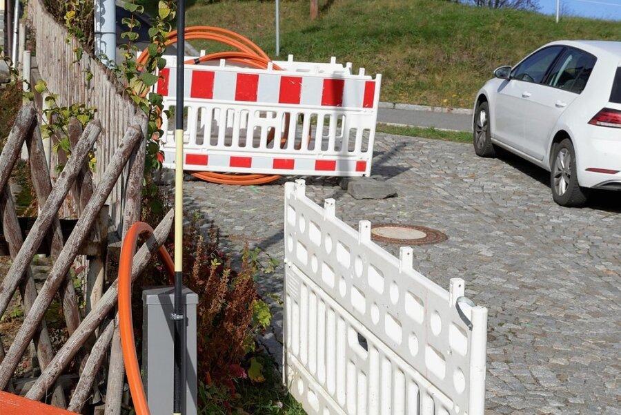 Hier endet der bisherige Netzausbau an der Drachenleithe in Crandorf. Für die Weiterführung an der Rittersgrüner Straße - Termin offen - werden ein Bohrgerät und eine Vollsperrung benötigt.