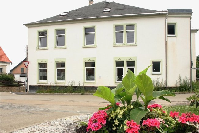 """Der ehemalige Gasthof """"Taubenberg"""" in Rützengrün ist seit Jahren dem Verfall preisgegeben."""