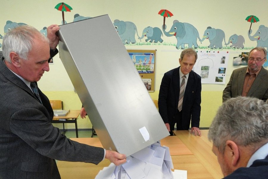 In der Mühlauer Heinrich-Heine-Grundschule wurden schon öfters Stimmen ausgezählt, hier 2014 bei einem Bürgerentscheid. Gewählt wird auch an diesem Sonntag: der Bürgermeister.