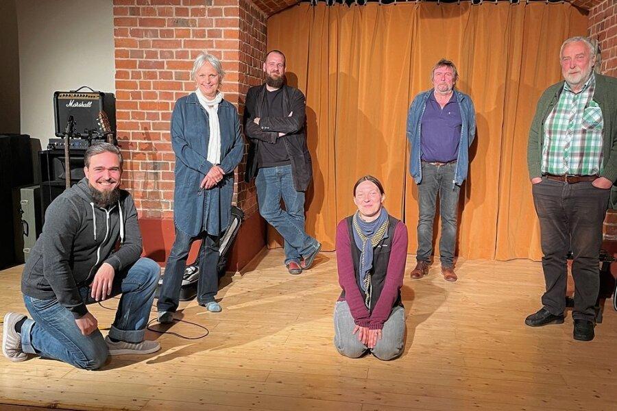 Das Chemnitzer Kabarett mit Paul Ulbricht, Ellen Schaller, Martin Berke, Bettine Zweigler, Gerd Ulbricht und Andreas Zweigler (von links).