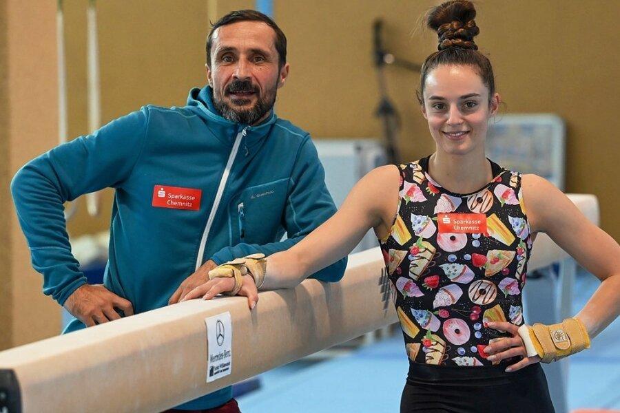 Pauline Schäfer-Betz flog mit ihrem Trainer Kay-Uwe Temme, der erstmals international dabei ist, nach Japan.