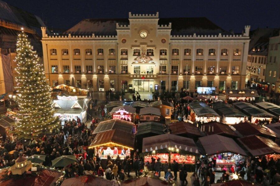 Der Zwickauer Weihnachtsmarkt auf dem Hauptmarkt im Jahr 2018.
