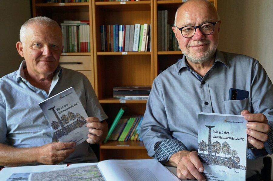 Autor Walter Hemmerlein und Verleger Frieder Seidel (rechts) mit dem neuen Buch.