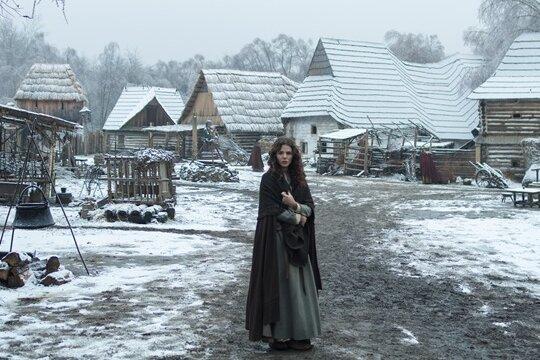 Eine derartige mittelalterliche Kulisse konnte die Produktion in Freiberg nicht entstehen lassen. Stattdessen wurde der Fernsehfilm in der Nähe von Prag gedreht, um die Welt der Hebamme Marthe (Ruby O. Fee) auferstehen zu lassen.