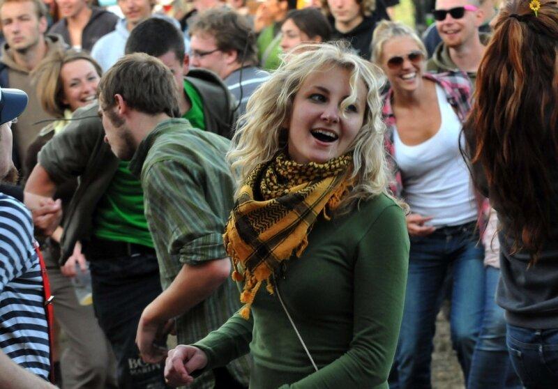 """<p class=""""artikelinhalt"""">Tanzen, lachen, ausflippen: Das Motto des diesjährigen Sun-Flower-Festivals setzten die 2000 Besucher jeden Tag um. Damit wollten sie gar nicht mehr aufhören. </p>"""