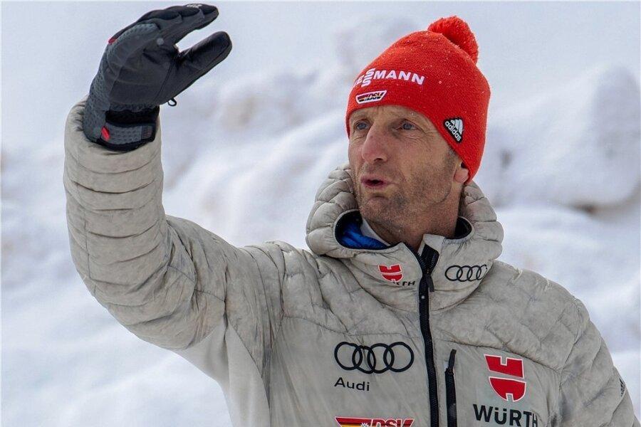 Heinz Kuttin, der Sprungtrainer der deutschen Kombinierer, hat im Sommer viel Arbeit vor sich, um Eric Frenzel und Co. auf der Schanze fit für die Olympischen Spiele in Peking zu machen.