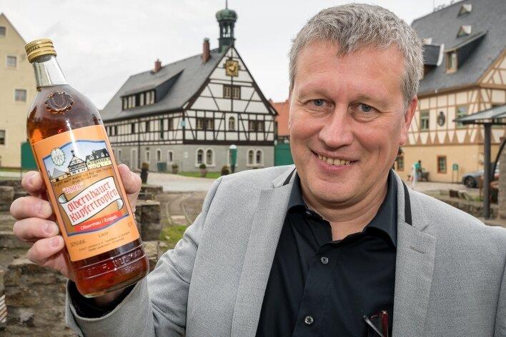 Im Auftrag des Olbernhauer Unternehmers Guido Kolberg wird der Olbernhauer Kupfertropfen hergestellt.