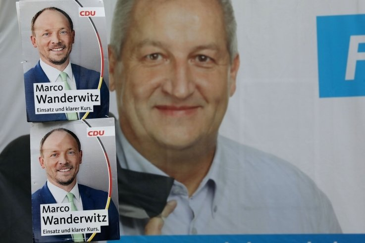 Wahlplakate von Marco Wanderwitz und Mike Moncsek.