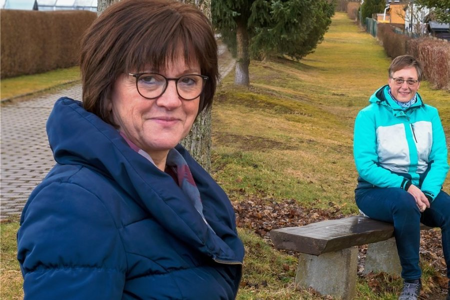 Hildburg Hecker (l.) vom Hospiz- und Palliativdienst Marienberg stand Kerstin Kehling zur Seite, als deren Ehemann schwer erkrankte und verstarb. Nun lässt sich die Witwe selbst zur Sterbebegleiterin ausbilden.