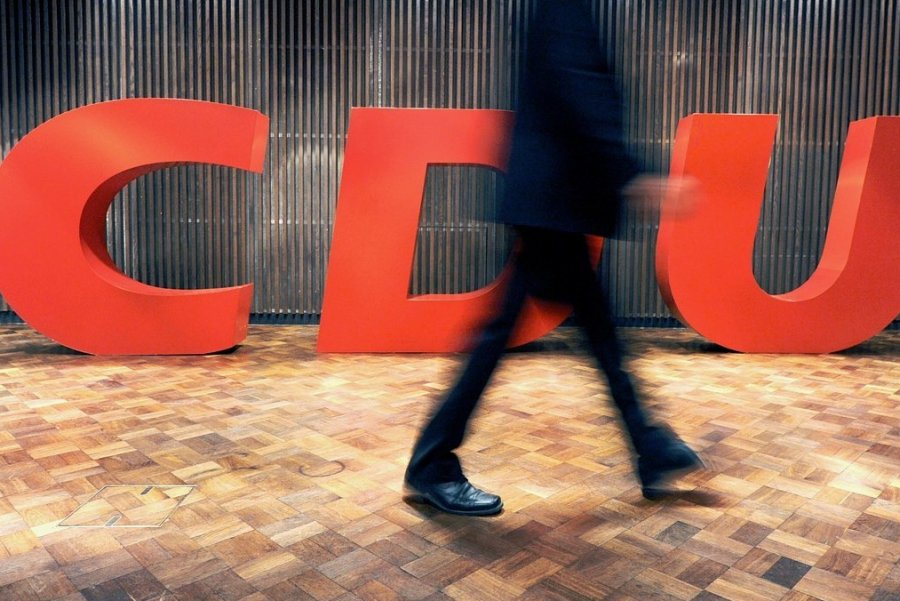 Soll die CDU raus aus der Mitte? Auf einer Konferenz mit den 324 Kreisvorsitzenden will die Partei am Samstag Antworten suchen. Es geht um Inhalte, aber auch ums Personal für den Neustart in der Opposition.