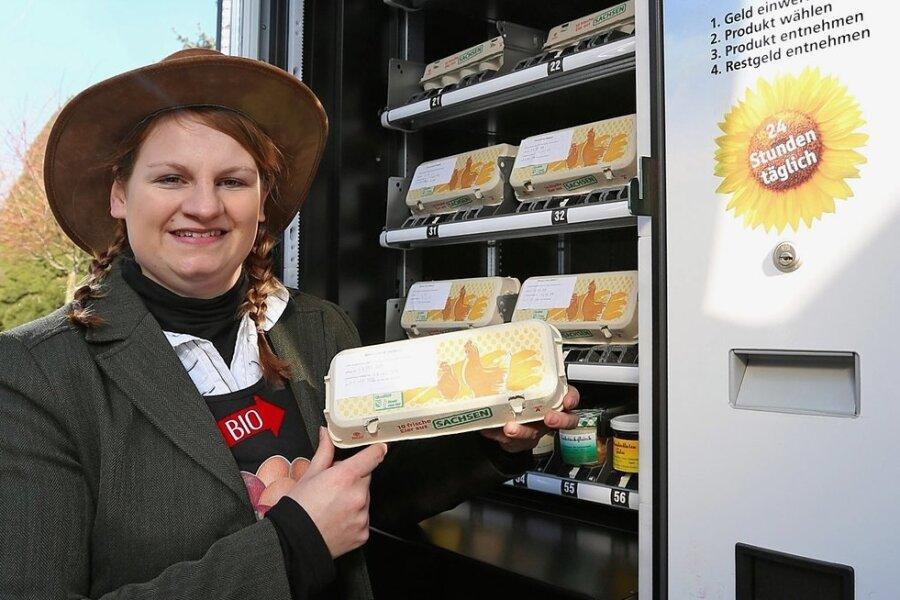 Sarah Kretzschmar vertreibt Eier von ihrem Hof über Automaten, die an mehreren Orten in der Region aufgestellt wurden.