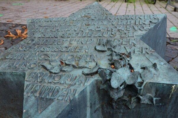 Gedenkstein im Innenhof der Technischen Universität zur Erinnerung an die jüdischen Opfer der NS-Gewaltherrschaft.