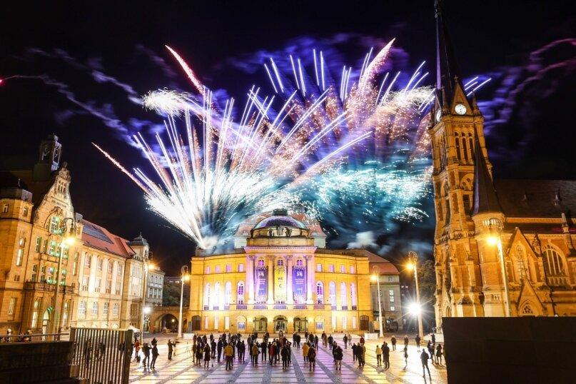 Mit einem Feuerwerk auf dem Theaterplatz feierte Chemnitz am 28. Oktober 2020 die Ernennung zur Kulturhauptstadt Europas 2025.