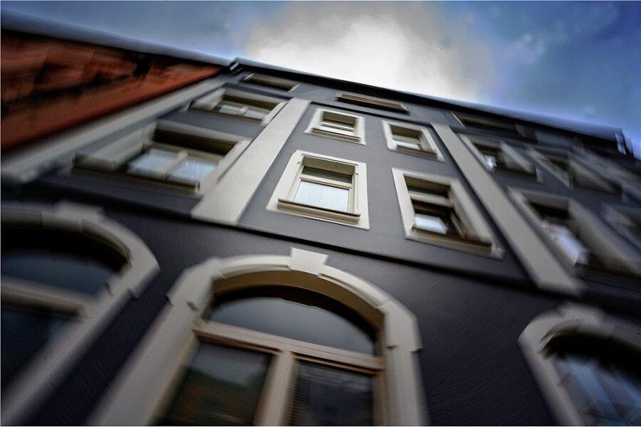 Der Tatort in Auerbach. Die Mutter hielt ihren Säugling unter den Achseln aus dem Fenster. Wie Michael Jackson vor vielen Jahren, sagt eine Zeugin.
