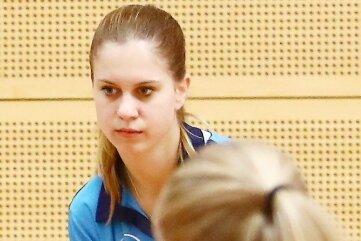 Laura Rüffer vom TSV Schlettau (h.) trug zum Erfolg ihrer Tischtennismannschaft gegen Tanne Thalheim bei.