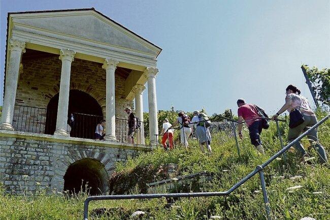 Mitten in den Weinbergen von Igel steht das Gruthenhäuschen, ein römischer Grabtempel. Über der ehemaligen Gruft wird heute gern Hochzeit gefeiert.