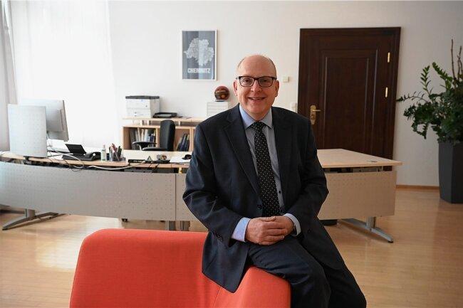 Seit 100 Tagen ist Sven Schulze Stadtoberhaupt von Chemnitz. Zunächst wurde er zum Amtsverweser gewählt, weil es eine Klage gegen den Urnengang gab. Die ist nun endgültig abgewiesen.
