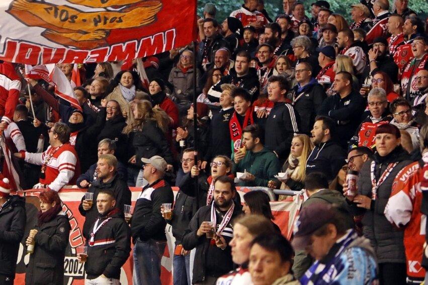 Die Eispiraten treffen in ihrem ersten Freitagabend-Heimspiel in dieser Saison auf Bad Nauheim - und erwarten dabei die Marke von 2000 Zuschauern zu knacken.