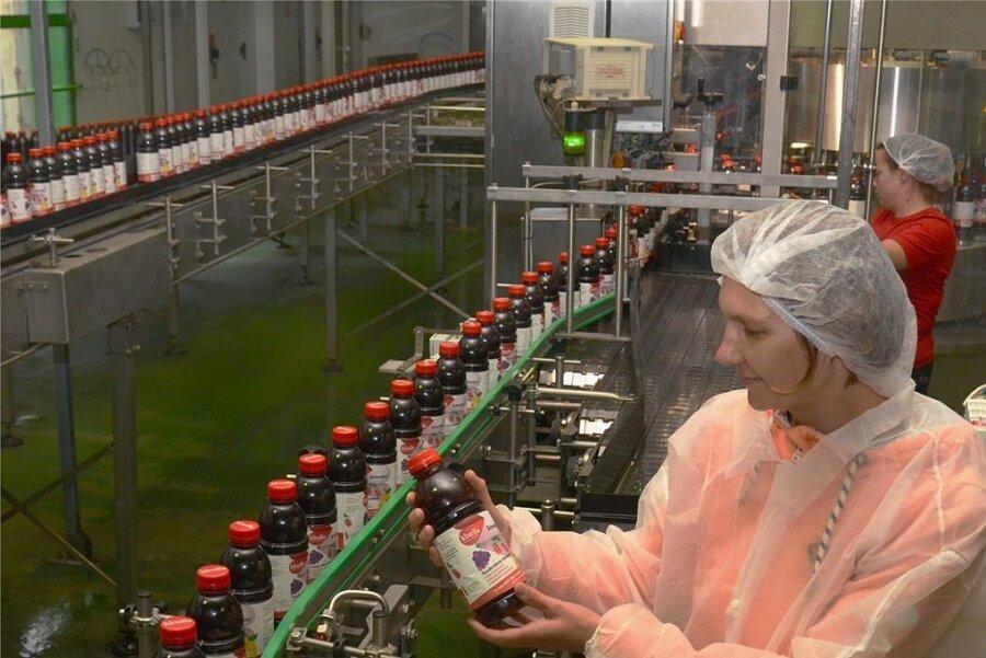 Das neue Produkt Schorlino hat von Anfang an Bio-Qualität (im Bild Nicole Groß vom Produkt Management). Den Namen hatten bereits die früheren Eigentümer registrieren lassen - jetzt wird er belebt.