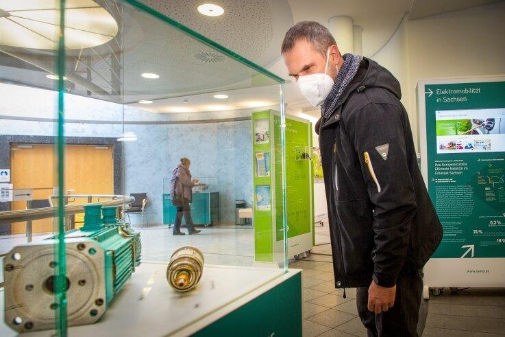 """Im Foyer des Bürgersaals am Markt zeigt die Sächsische Energieagentur bis zum 6. Mai ihre Wanderausstellung zum Thema """"Effiziente Mobilität""""."""