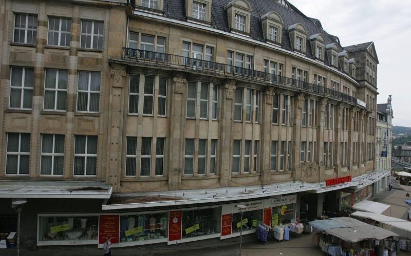 """<p class=""""artikelinhalt"""">Ein markantes Gebäude mit wechselvoller Geschichte: einst Kaufhaus Tietz, dann Kaufhaus Horten, jetzt Warenhaus - und demnächst aller Voraussicht nach Sitz des vogtländischen Landratsamtes. </p>"""