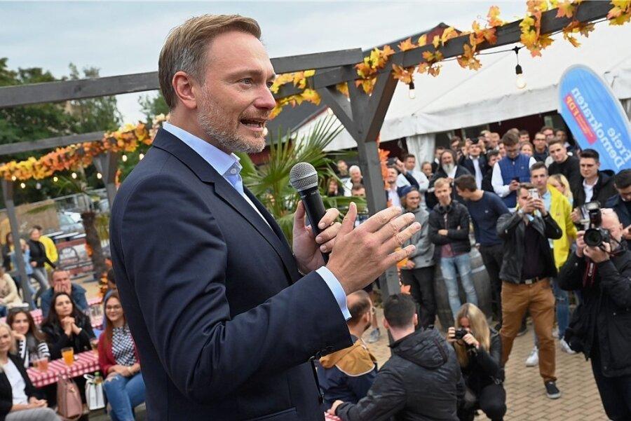 """Wahlkampf am """"Uferstrand"""": der FDP-Bundesvorsitzende Christian Lindner an diesem Freitag in Chemnitz."""